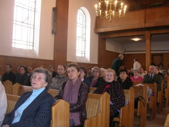 Салонът и хора от църквата в София